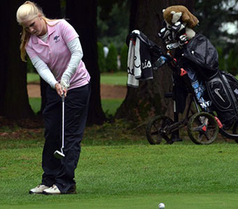 Warner Pacific Knights golfer Kendall Cowley